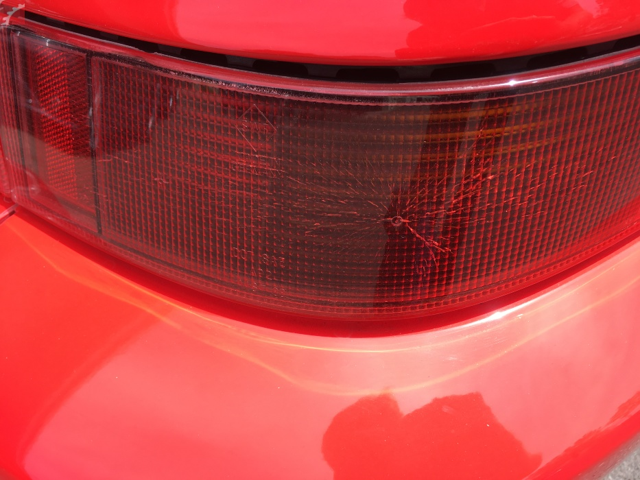 RIGHT TAIL LAMP CRACKS