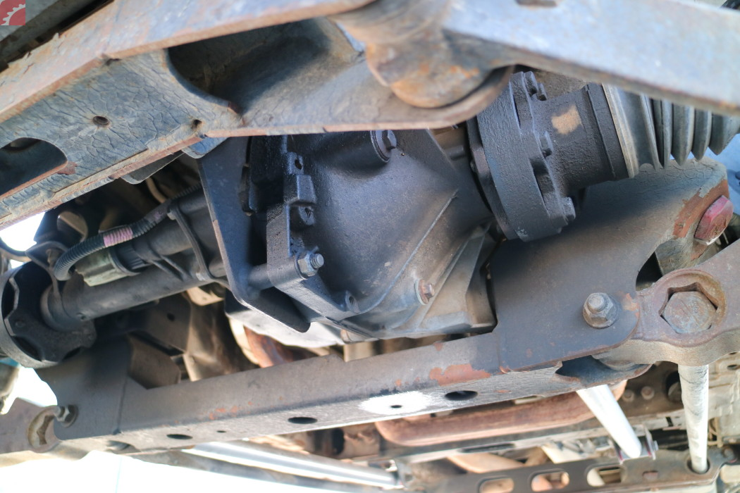 MINOR SEEPING FRONT DIFFERENTIAL