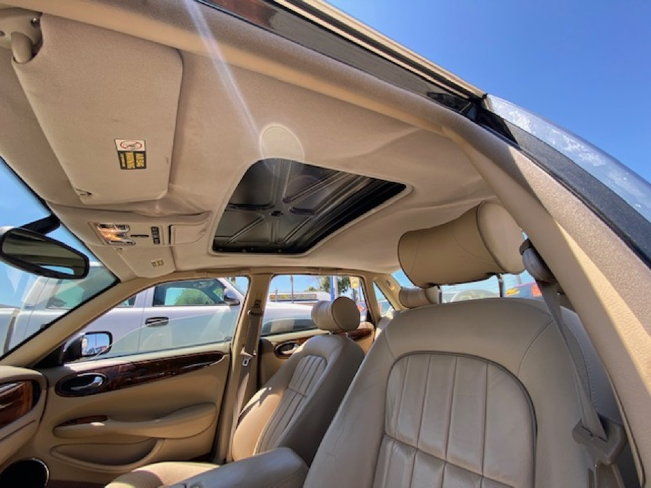 SUNROOF COVER MISSING