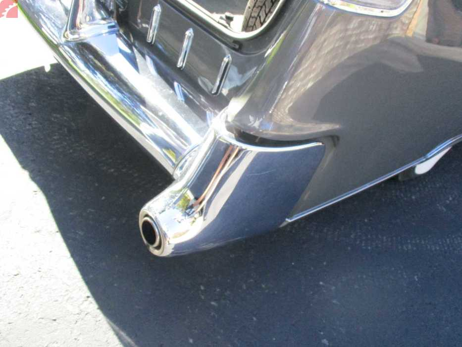 CHROME TRIM SHOWS WEAR