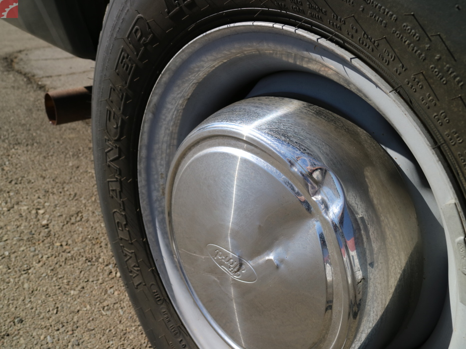 RIGHT REAR HUBCAP DAMAGED