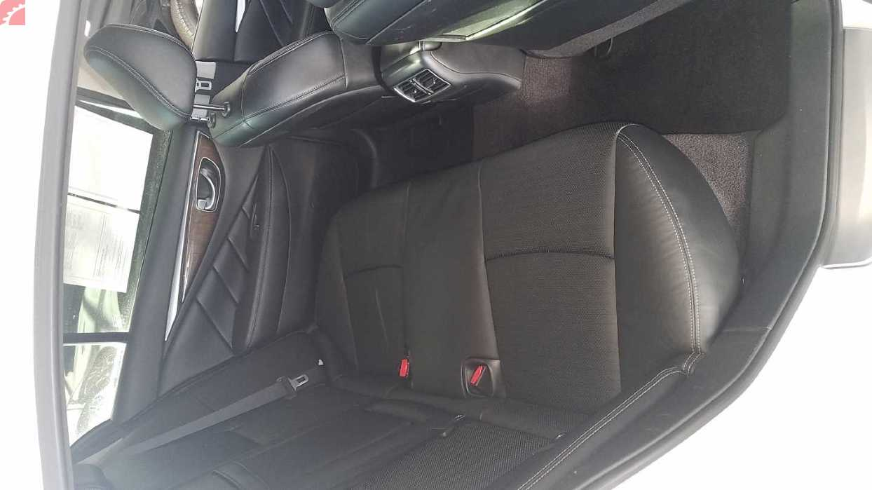 RIGHT REAR SEATS