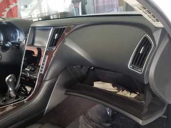 RIGHT FRONT DASH AND GLOVE BOX