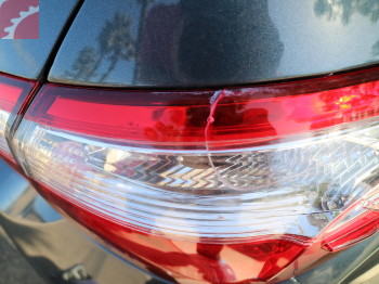 RIGHT TAIL LAMP CRACKED