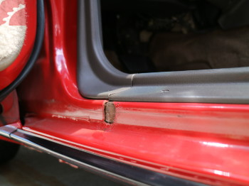 RUST SPOT LEFT DOOR FRAME